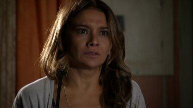 Lucimar fica chocada ao descobrir que Morena foi traficada - Sheila conta para a diarista que Wanda e Russo estavam escravizando Morena. Lucimar promete se vingar dos traficantes