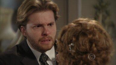 Constância pede ajuda a Edgar para tirar Laura do sanatório - Furioso, ele a expulsa de sua casa