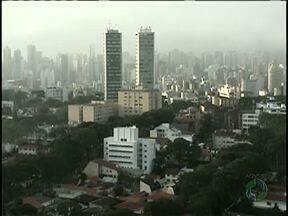Previsão é de sol e pancadas de chuva a tarde para o Paraná - Sexta-feira terá termômetros na casa dos 30°C em todo o estado
