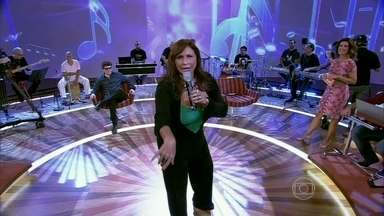 Fafá de Belém canta seus sucessos - Cantora apresenta pout-pourri de músicas embaladas na sua voz