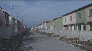 Famílias tem que sair ainda hoje de apartamentos invadidos no Bolsão 9 - Apartamentos foram invadidos após enchentes de fevereiro que atingiram Cubatão