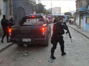 Dezoito policiais estão entre os 40 presos em operação de combate ao tráfico de drogas - Os PMs eram responsáveis pelo patrulhamento da maior cracolândia da região central do Rio de Janeiro. Eles são suspeitos de receber dinheiro para não reprimir a venda da droga.