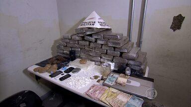 Polícia prende cinco suspeitos de fazer parte de quadrilha de tráfico de drogas em BH - Na casa de um deles, havia quase 100kg de maconha.