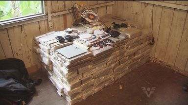Polícia apreende quase 800 quilos de drogas em Santos, SP - A polícia apreende quase 800 quilos de drogas nesta sexta-feira (8), no morro do São Bento, em Santos, no litoral de São Paulo.