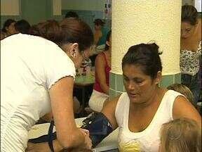Mulheres recebem atendimento com nutricionistas no dia delas - A iniciativa foi da direção da creche Vitório Basso que também ofereceu brindes às mães de alunos.