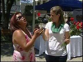 Dia Internacional da Mulher movimenta o centro de Tatuí, SP - Nesta sexta-feira (8) foram oferecidas diversas atividades voltadas para o público feminino. Além de orientações de saúde, também foram feitas apresentações artísticas como exposição de telas, dança e música.