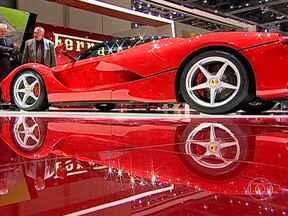 Conheça os grandes destaques do Salão de Genebra - La Ferrari, da marca considerada mais valiosa do mundo, é a protagonista do Salão de Genebra, mas divide o espaço com outros dois grandes destaques Lamborghini Veneno e a Mclaren P1.