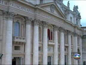 Novo Papa pode ser eleito hoje - Cardeais votam na Capela Sistina. Por volta das 16h/17h (horário de Brasília), poderemos saber se o novo pontífice foi eleito. Já será noite na Itália, cerca de 20h. Terá uma iluminação voltada para a chaminé, para que se veja a cor da fumaça.