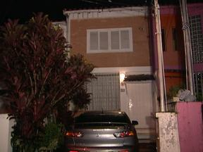 Delegado é baleado em frente de casa na Zona Sul de São Paulo - Um delegado foi baleado em frente de casa na Zona Sul de São Paulo. Segundo uma testemunha, os criminosos atiraram depois de perguntar se a vítima era da polícia.