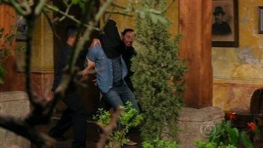 Flor do Caribe - capítulo de quinta-feira, dia 14/03/2013, na íntegra - Cassiano é preso por Dom Rafael