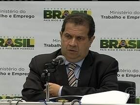 Dilma faz reforma ministerial e troca comando de três pastas - Titulares das pastas da Agricultura, Aviação Civil e Trabalho foram trocados. O critério para as substituições foi político, para acomodar interesses de partidos da base governista.