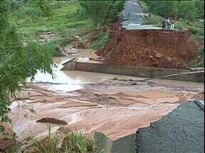 Chuva interdita três rodovias no noroeste - APr-482, entre Maria Helena e Nova Olímpia, Pr-477, entre Cruzeiro do Oeste e Nova Olímpia e a Pr-489, no trecho paralelo a Porto Figueira.