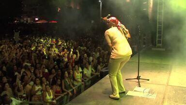 Sandra de Sá faz show em homenagem ao mês da mulher - A cantora Sandra de Sá, considerada a musa do soul brasileiro, realizou um show. na orla da Pajuçara. Evento foi realizado em homenagem ao mês da mulher.