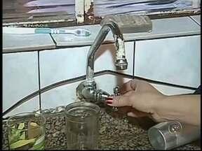 Cafelândia registra consumo de água três vezes maior que média mundial - Em Cafelândia (SP), as casas ainda não têm hidrômetro, equipamento usado pra calcular o consumo de água. Sem controle, a população abusa e o desperdício é inevitável.