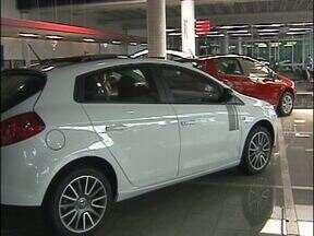 Vendas de carros novos estão estacionadas na fronteira - O fim do IPI reduzido e a demora para entregar os veículos novos fizeram o consumidor se afastarem das concessionárias.