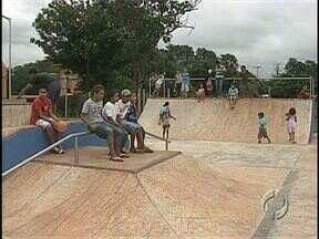 Praça da Juventude finalmente é inaugurada - Com atraso de um ano, comunidade da zona sul de Londrina terá espaço de lazer à disposição