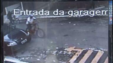 Quadrilha invade prédio de Guarujá e faz arrastão em apartamentos - Uma quadrilha invadiu um prédio em Guarujá e fez arrastão nos apartamentos. As vítimas foram surpreendidas pelos bandidos quando estavam dormindo, durante a madrugada.