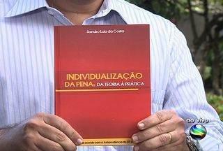 Livro 'Individualização da Pena: da teoria à prática' é lançado hoje em Aracaju (SE) - O promotor Sandro Luiz da Costa lança hoje (18) seu primeiro livro que trata sobre a individualização das penas criminais. Evento acontece no Museu da Gente Sergipana, a partir das 17h, em Aracaju.