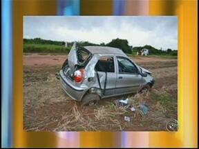 Adolescente morre e três ficam feridos em acidente em Paraguaçu Paulista, SP - Um jovem de 17 anos morreu e três pessoas ficaram feridas em um acidente na madrugada deste domingo em Paraguaçu Paulista. De acordo com informações da polícia, o carro em que eles estavam cruzou a pista de rolamento e capotou.