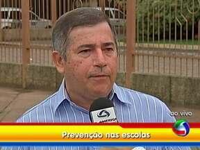 Campanha de prevenção à hanseníase é realizada na rede pública de ensino - A campanha de prevenção contra a hanseníase e também contra as populares verminoses é nacional e será desenvolvida em escolas de 29 municípios de Mato Grosso. Em Cuiabá, serão visitadas 68 instituições.