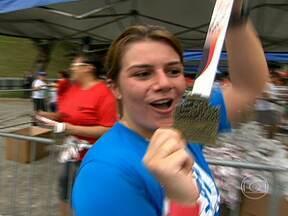 Cássia completa 5km na Meia Maratona de São Paulo - A Cássia treinou oito semanas para completar 5km na Meia Maratona de São Paulo. Ela conseguiu cumprir o desafio em 37 minutos e 49 segundos.