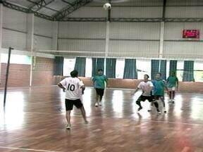 Sábado foi de esportes para os industriários de Erechim - Disputas no vôlei foram promovidas pela Etapa Circuito SESI de Verão