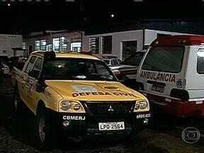 Sirenes são acionadas novamente em comunidades da Região Serrana do Rio - Dezessete pessoas morreram com as chuvas. Os trabalhos de resgate já recomeçaram nesta terça-feira (19).