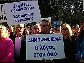 Ameaça de confisco em Chipre assusta a Europa - O Parlamento vota, nesta terça-feira (19), um pacote que determina um confisco nas contas bancárias. A proposta causou indignação na Europa e derrubou as bolsas de valores.