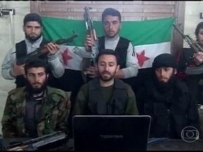 Governo e rebeldes trocam acusações sobre autoria de ataque com armas químicas na Síria - O míssil, supostamente carregado com gases venenosos, explodiu sobre um vilarejo em Aleppo. O governo sírio acusou os rebeldes, e os rebeldes disseram que foram as tropas leais ao governo que fizeram o disparo. Vinte e cinco morreram no ataque.