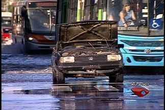 Bairros de Vila Velha, ES, amanheceram com alagamentos, após chuva - Terminais operaram com dificuldades nesta quarta-feira.