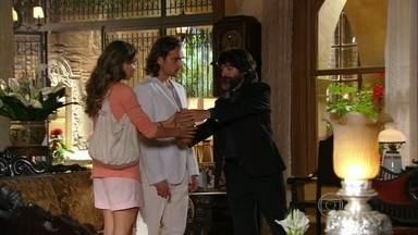 Flor do Caribe - capítulo de quinta-feira, dia 21/03/2013, na íntegra - Ester recebe as cinzas de Cassiano das mãos de Dom Rafael
