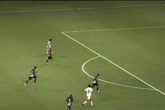 Salvou, FH! - Éverton manda chute e Fernando Henrique defende. No rebote, Giancarlo toca para o gol e Rafael Vaz salva!