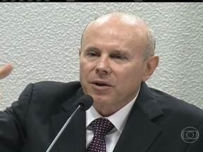 Mantega e Álvaro Dias trocam farpas durante audiência no Senado - O ministro da Fazenda Guido Mantega e o senador Álvaro Dias trocaram farpas durante uma audiência pública na Comissão de Assuntos Econômicos do Senado.