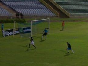 Zico reencontra ex-adversários em jogo comemorativo no Albertão - Seleção de convidados do Galinho enfrentaram seleção de jogadores que disputaram o Rivengo.