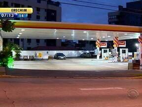 Posto de combustíveis é assaltado em Porto Alegre - Dois homens são os responsáveis pelo crime.