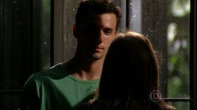 Malhação - Capítulo de terça-feira, dia 26/03/2013, na íntegra - Sal pega o celular de Vitor e marca encontro com Lia