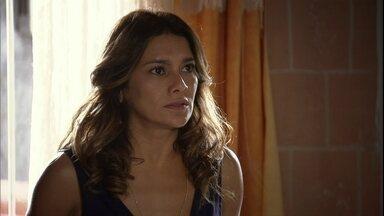 Lucimar diz para Théo que Nunes é um bandido - Théo avisa à diarista que o coronel quer se encontrar com ela