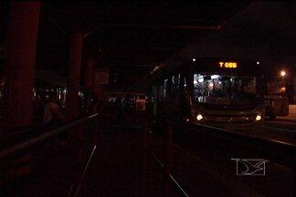 Falta de energia provoca pânico no Terminal da Cohama - Falta de energia elétrica provoca pânico entre os usuários de ônibus no Terminal de Integração da Cohama.