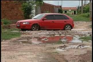 Chuvas agravam problemas em bairro de Bacabal - Com as chuvas os problemas causados pela falta de infraestrutura na Vila da Paz, em Bacabal, aumentam e as reclamações dos moradores do bairro também.