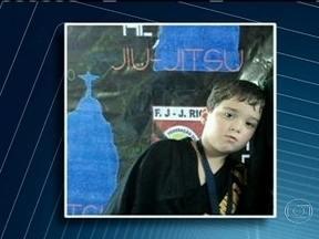 Polícia deve ouvir o depoimento dos pais do menino morto em Barra do Piraí (RJ) - O corpo do menino foi encontrado em uma mala dentro da casa da manicure da mãe da criança. Por enquanto o delegado vai focar as investigações no crime. Num vídeo, a manicure confessa o crime, conta como matou o menino e disse ainda que não agiu só.