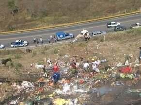 Duas pessoas morrem em acidente com caminhão na Serra do Marçal - Local do acidente fica a 20km de Vitória da Conquista, no sudoeste do estado.