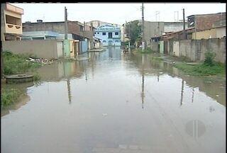 Chuva forte atingiu Campo e deixou bairro alagado - Defesa Civil usou bombas para ajudar no escoamento da água. Rio Ururaí está com três metros e vinte e dois centímetros.
