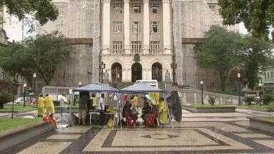 Servidores municipais de Santos, SP, realizam novo protesto contra reajuste salarial - Os servidores municipais de Santos, no litoral de São Paulo, realizaram um novo protesto por causa do reajuste salarial 1,5% oferecido pela Prefeitura.