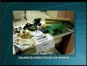 Polícia apreende 15 kg de maconha em bairro de Campos, RJ - A droga estava dividida em tabletes, três homens foram detidos.