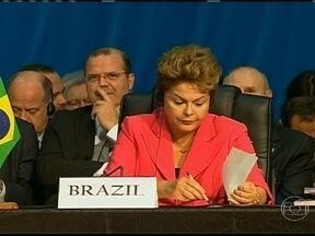 Encontro de líderes dos Brics é marcado por acordos - Esta quarta-feira (27) foi o último dia do encontro que reuniu os líderes dos países emergentes. A foto oficial foi para demonstrar a união dos BRICS. Muitos acordos e contratos assinados. São cinco países de quatro continentes, com muitas diferenças