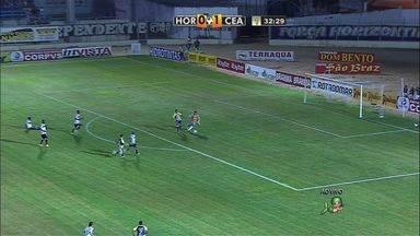 Que perigo! - Potiguar se atapalha e a bola sobra para Thiago Alagoano. Ele tenta driblar Fernando Henrique, que consegue fazer a defesa.