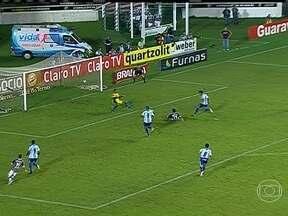 Fluminense vence Macaé por três a um - Em partida disputada no Rio de Janeiro, o Fluminense venceu o Macaé por três gols a um. O Flamengo venceu o Bangu por dois a um, em Volta Redonda. O São Paulo levou a melhor e fez duas bolas na rede contra o Paulista, que não fez gols.