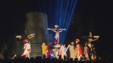 Público fica encantado na estreia da Paixão de Cristo do Recife - Algumas mudanças foram feitas para melhorar a encenação, que já acontece há 17 anos.