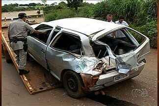 Acidente envolvendo três veículos deixa três feridos, na GO-174 - Acidente provocou congestionamento entre Rio Verde e Montividiu, na região sudoeste. Motorista acredita que perdeu o controle da direção por causa das más condições da estrada.