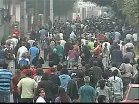 Milhares de fiéis participam da caminhada da penitência em Ponta Grossa - A caminhada começou bem cedinho e foi até uma fazenda no distrito de Itaiacoca.
